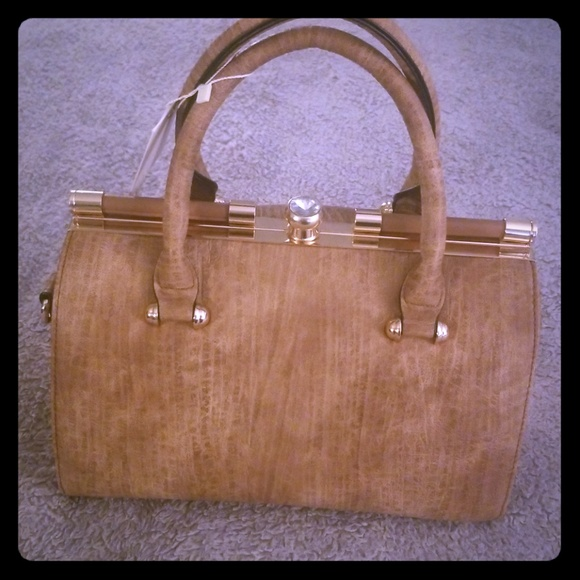 Brand new vegan friendly brown purse. 1e2677a8d014a